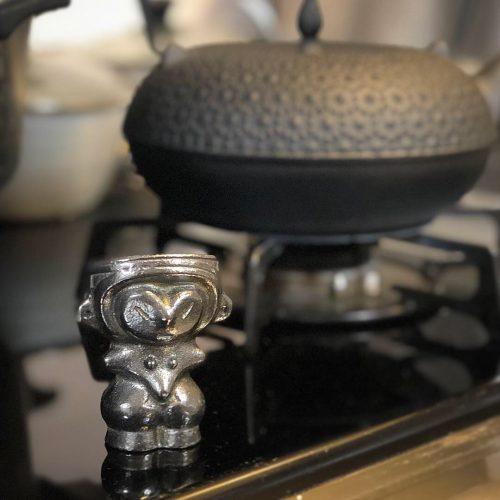 キッチンに佇む縄文のヴィーナス