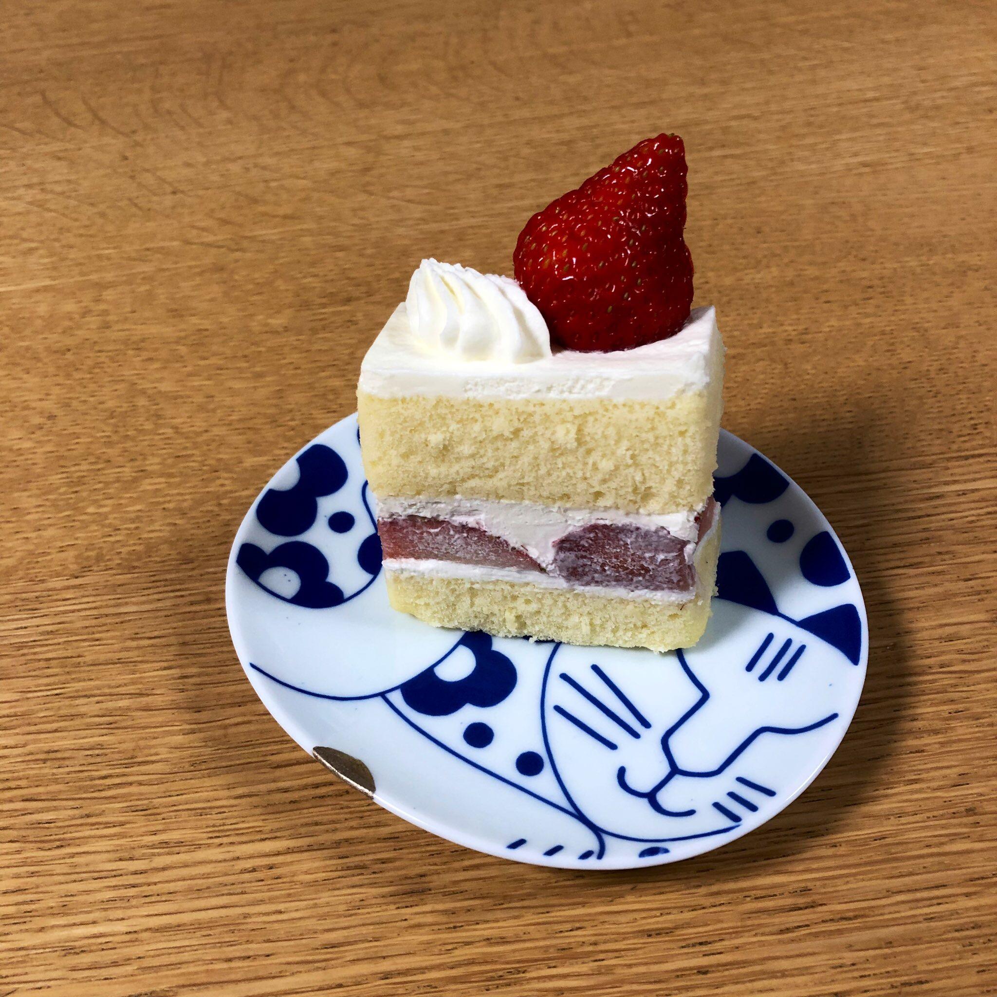 ケーキの乗ったリサラーソン有田焼豆皿