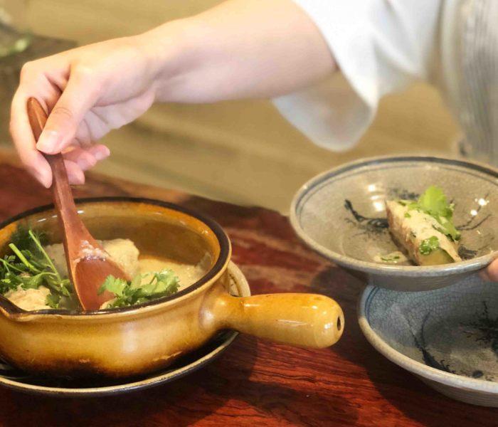"""【 季節のお料理教室レポ 】『雨夜の晩酌。さそう直伝 和のスパイス """"実山椒の塩漬けソース"""" とロゼワインで、季節を味わう』開催しました"""
